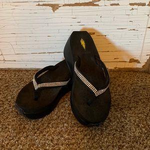 Black Volatile Sandals